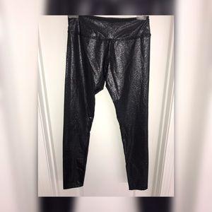 Beyond Yoga 3/4 length metallic sheen leggings